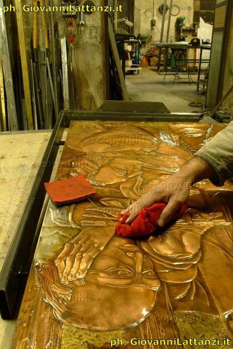 artigianato, l'Aquila, lavorazione del rame a sbalzo