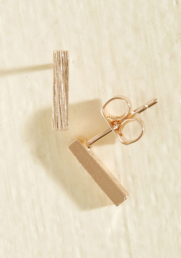 Minimalist Quintessence Earrings in Rose Gold