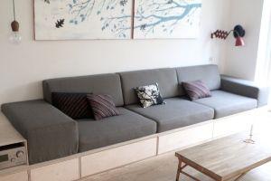 Min mor tippede mig om denne fantastiske sofa - den er bygget ud af de trækasser som Angar (firmaet hun arbejder for laver). De sælges ved Trævarerfabrikkernes udsalg. Fantastisk kasser som kan bruges til meget, og tror jeg skal lave sådan en i mit sommerhus :)