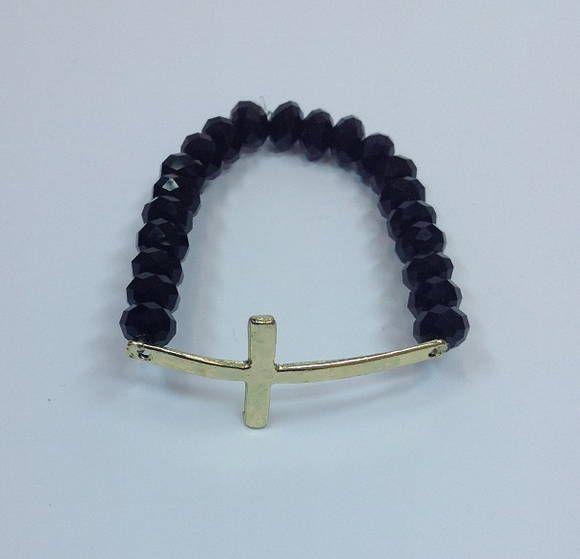 D2250S2650    Kit de pulseiras shambalas, confeccionadas com cordão preto, composto de 4 pulseiras  - 1 pulseira de bolas douradas  - 1 pulseira de corrente de strass jet (SS29 - Strass grande)  - 1 pulseira shambala com bolinhas douradas  - 1 pulseira de crucifixo em silicome, com cristais jet  ...