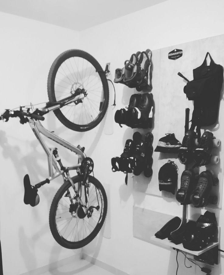 Para guardar los patines y la bicicleta.  Ideal y de bajo presupuesto.