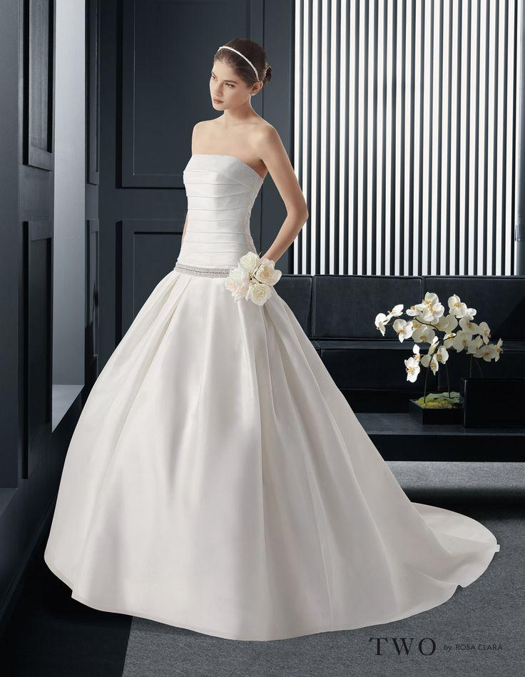 CHIC TWO 42 Lavorazioni #artigianali e #tagli perfetti su abiti ed accessori, per #matrimoni di grande classe. www.mariages.it