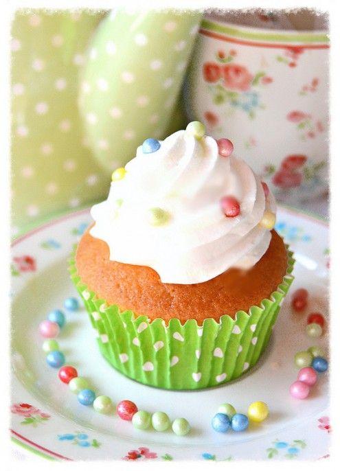 Note newyorkesi in questa cupcake alla vaniglia, che Imma ci presenta per il suo esordio su HonestCooking.it.