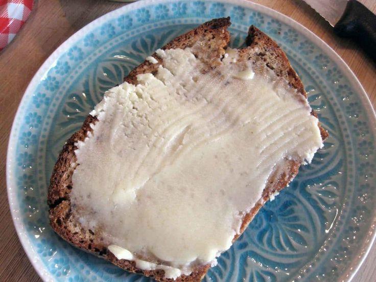 Vegane Butter – ohne gehärtete Fette Seit ich komplett auf Milchprodukte verzichte(n muss), fehlt mir besonders eins: Butter! Etwas Cremiges, das ich mir auf eine Schreibe Brot schmieren kann. Die Butter-Ersatz-Produkte, die es zu kaufen gibt, enthalten eine Menge Zutaten, … Weiterlesen →