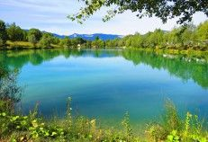 Le lac bleu, camping Frankrijk met meer en zwembad