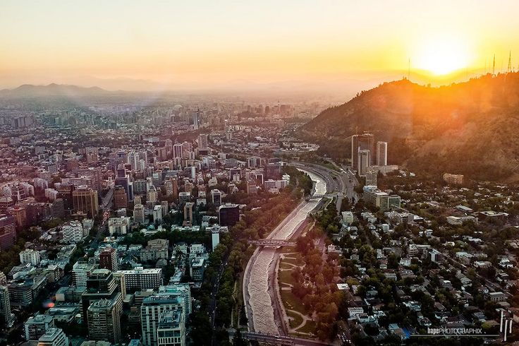 Puesta de sol sobre el cerro San Cristóbal | SANTIAGO DE CHILE | chile southamerica skyscraper sonnenuntergang sundown cl santiagodechile wolkenkratzer puestadelsol américadelsur südamerika regiónmetropolitana ríomapocho grantorresantiago hapephotographix fujix100t 152chl