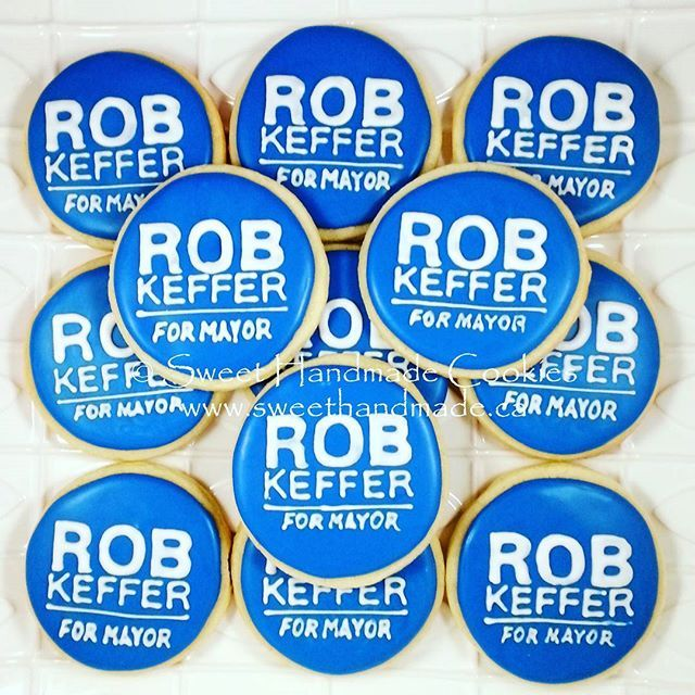 TBT - here is a throwback (never posted before) of cookies made to match election buttons.  #sweethandmadecookies #customcookies #decoratedcookies #designercookies #cookies #bradfordontariocookies #electioncookies