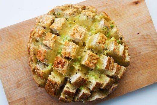 Фото к рецепту: Вкуснейший хлеб с сыром