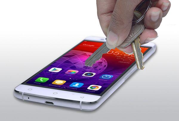 Inilah 7 Keunggulan HiCore Play Z5 Sebagai Smartphone Premium. Konsumen Indonesia sangat cerdas ketika memilih sebuah smartphone yang akan menemani setiap saat dalam kegiatan kesehariannya. Bukan sekedar desain yang cantik dan nyaman saat digenggam, namun juga mewah dalam penampilan.