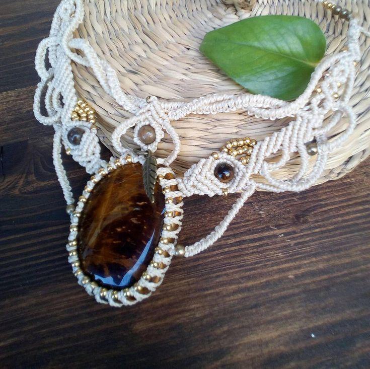 Quiero compartir lo último que he añadido a mi tienda de #etsy: Ojo de tigre collar en macrame, joyería artesanal, textil joyas, collar hippie, regalo para hija y esposa, boho festival http://etsy.me/2GH3VM5