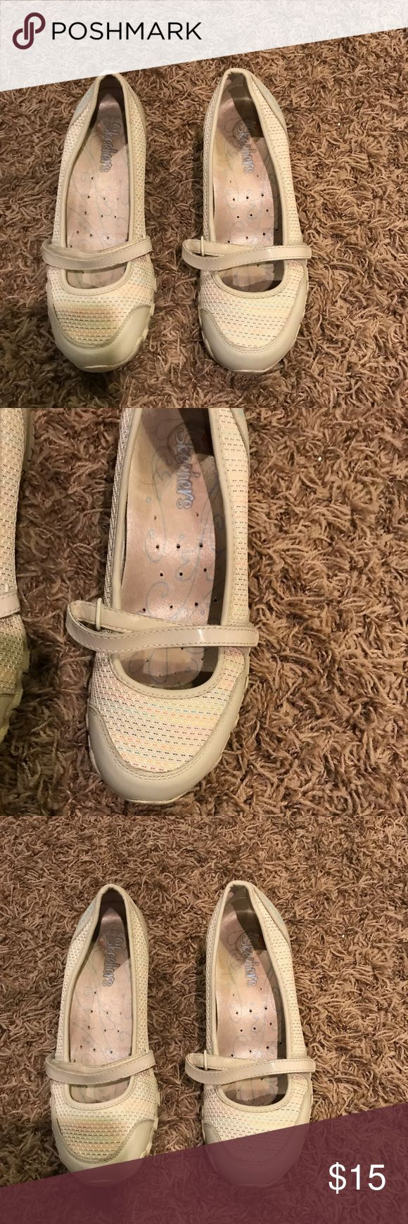 Skechers shoes sn21167 size 5.5 Skechers shoes SN21167 Size 5.5 Girls/women's Excellent preowned condition  Small wedge- 1.25 in Cream with a rainbow mesh Skechers Shoes Flats & Loafers