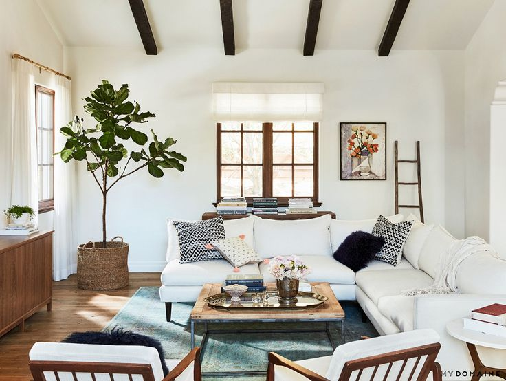 Lauren Conrad S Cozy Living Space With A Vintage Blue Rug A White Sectional Matching