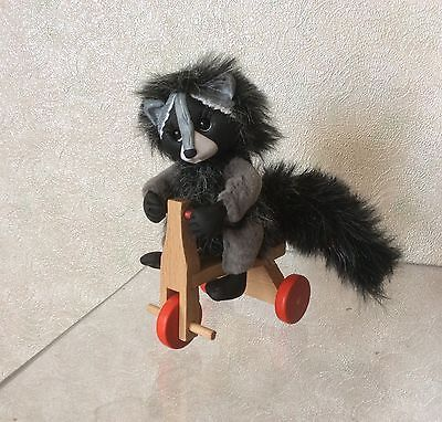 Cute-handmade-miniature-toy-Raccoon-Joy-2in-OOAK-by-artist-Natalia-K