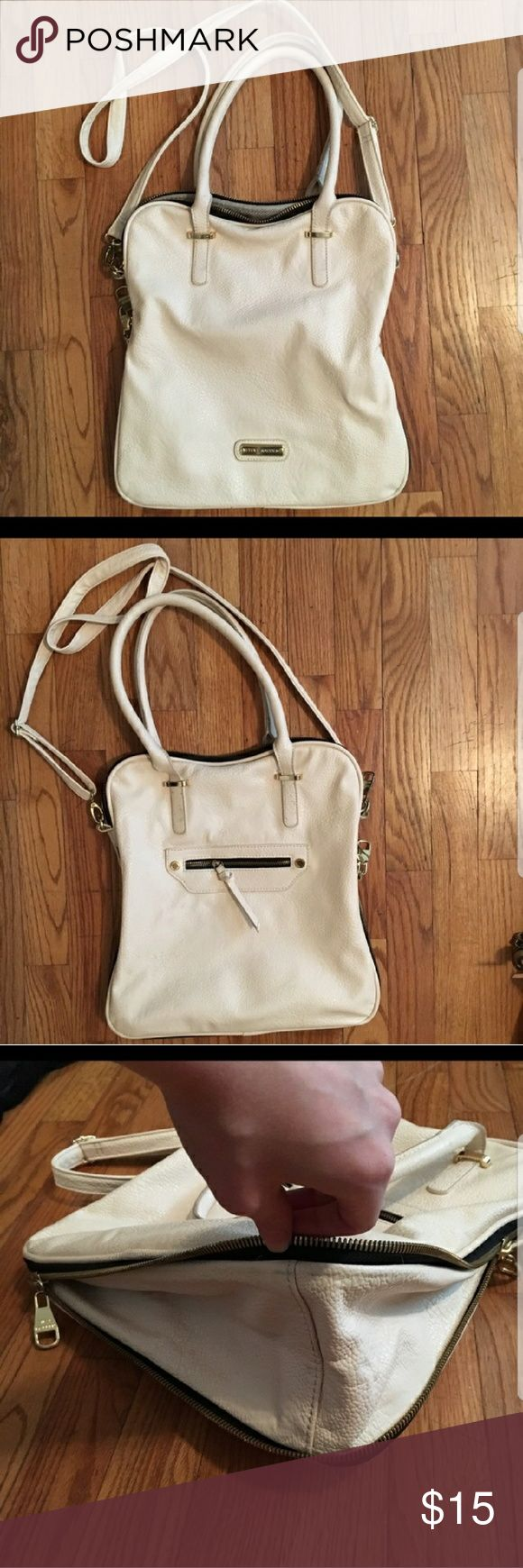 Steve Madden expandable purse Steve Madden expandable purse...I purchased on Poshmark, but it didn't meet my personal needs. Gently used. Steve Madden Bags Shoulder Bags
