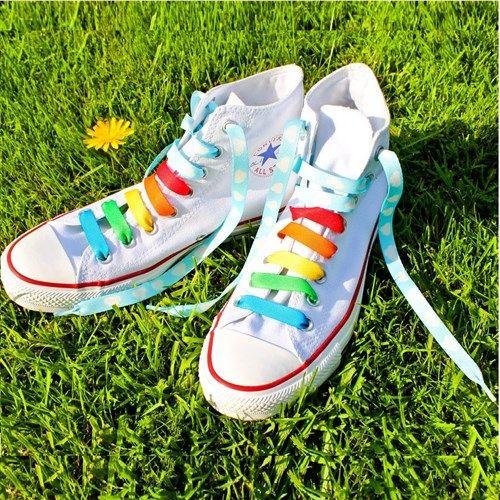 Spor ayakkabı giymeyi seven tüm sevdiklerinize hediye edebileceğiniz renkli ve kullanışlı bir doğum günü hediyesi. Sevdikleriniz bu bağcıklara bayılacak.   http://www.buldumbuldum.com/hediye/crazy-laces-cilgin-ayakkabi-bagciklari/