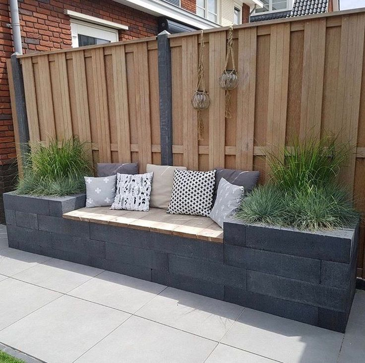 Seating area against the back wall / Jims Photography ... on Back Wall Garden Ideas id=83505