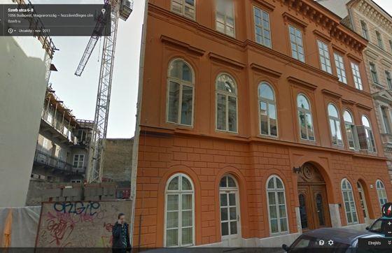 110 négyzetméteres lakás a Belváros előkelő pontján, egy felújított műemlékházban? Szentgyörgyvölgyi Péter, a Fidesz kerületi polgármesterjelöltje 19 millió forintért jutott hozzá, és kamatmentes részletekben fizetheti ki az árát. Ha a vételár maradékát egy összegben kifizeti, további 30 százalékot engednek az árból. A V. kerületi csodából két szocialista képviselő is részesült - hangzott el az RTL Klub Híradójában.