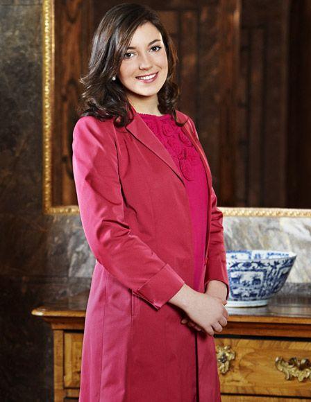 Alejandra de Luxemburgo, toda una princesa en un nuevo retrato oficial con motivo de su 21º cumpleaños