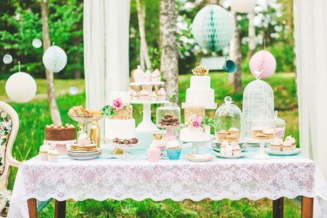 Bruidstaart,snoep en andere lekkernijen voor de bruiloft gasten.