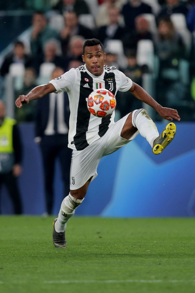 Alex Sandro Of Juventus Turin Controls The Ball During The Uefa Juventus Uefa Champions League Sandro
