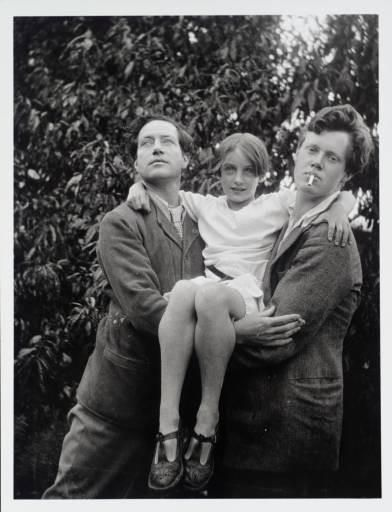 Angelica Garnett (last surviving member of the Bloomsbury group) held by her father Duncan Grant (left) and brother Quentin Bell (right).