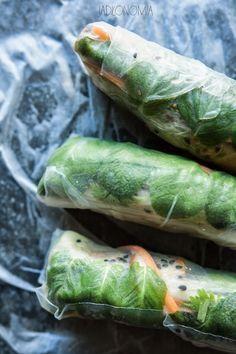 jadłonomia · roślinne przepisy: Spring rolls z mango i awokado