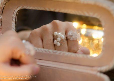 Juego de dos anillos en espiral con perlas naturales y cuarzo rosado