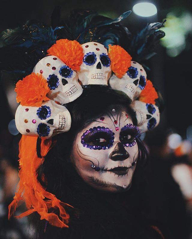 Instagram media by elchadsantos - 死者の日が好きですか。  #メキシコシティ #メキシコ  #死者の日 #catrina #dayofthedead #diademuertos #diadelosmuertos #女 #写真 #写真家  #dailylife #vscocam #mexigers_nikon #mexicocity #paisajedfeño #MexInstantes  #streetphotography #igersacapulco_catrinas #bravogreatphoto  #instagramers #DiadeMuertosCDMX #thephotosociety  #achadosdasemana #hallazgosemanal #streetleaks #natgeoinspires #mexicourbano #bokehkillers #bokeh #CDMX