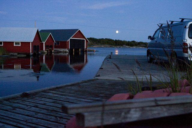 Keskikesän kesäyöt eivät pimeimmilläänkään tule pilkkopimeiksi. Kuva: TS/Maija Tammi.