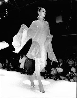 17 best images about yasmin le bon runway on pinterest for Thierry mugler a travers le miroir