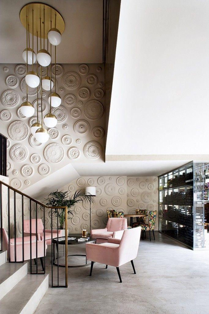 #excll #дизайнинтерьера #решения Дизайнер Ева Маравер использовал гипсовые плафоны не по их прямому предназначению, а для декора стен…получилось очень необычно и не дорого.