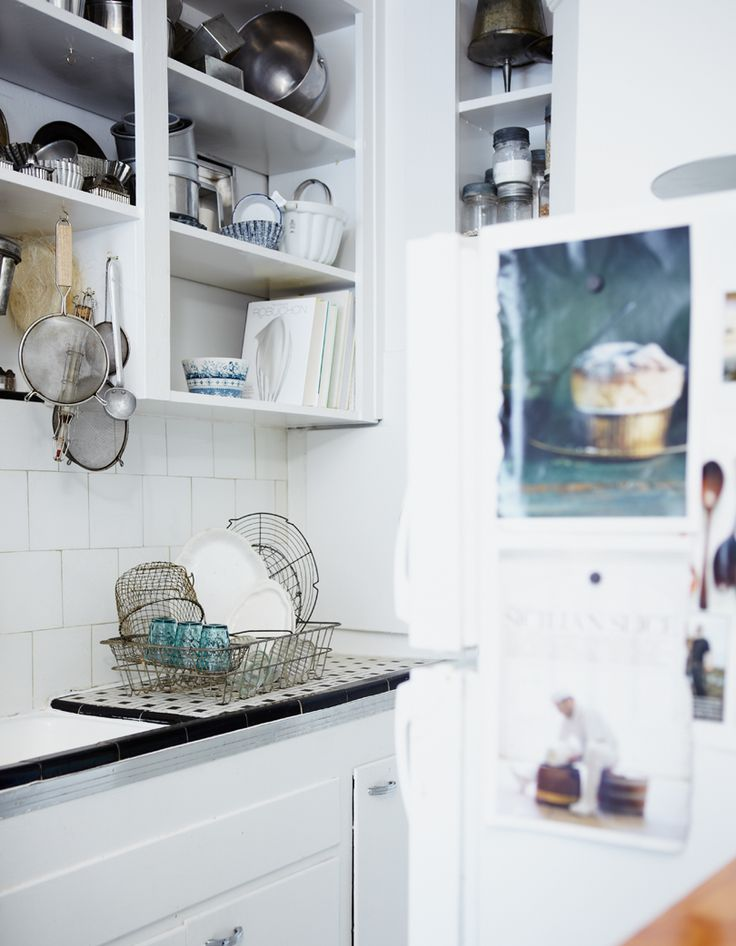 Herriot Grace: House Tours, Open Shelves, Small Kitchens, Turquoi Jewelry, Herriott Grace, Nikol Herriott, Kitchens Idea, Michael Graydon, White Kitchens