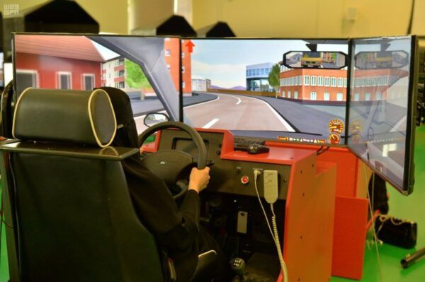 مدرسة الدمام النموذجية لتعليم قيادة السيارات للنساء