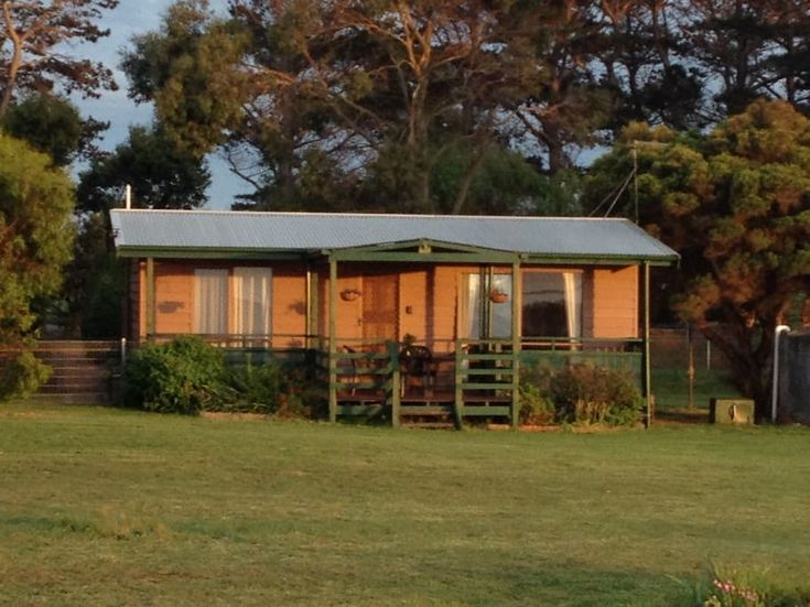 Entire home/apt in Yanakie, Australia. Take in the stunning views overlooking Corner Inlet and Wilsons Promontory from this newly upgraded cottage situated on the doorstep to Wilsons Prom National Park. Enjoy bushwalking, hiking, the amazing wildlife, and the stunning scenery or just s...