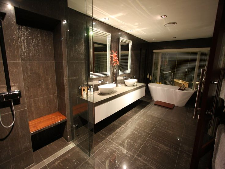 Use These Bathroom Decorating Ideas For Your Home: Modern Bathroom Design With Freestanding Bath Using