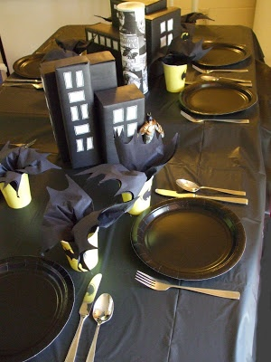 Batman table settings, could do each table as a different superhero! Superhero Birthday Party