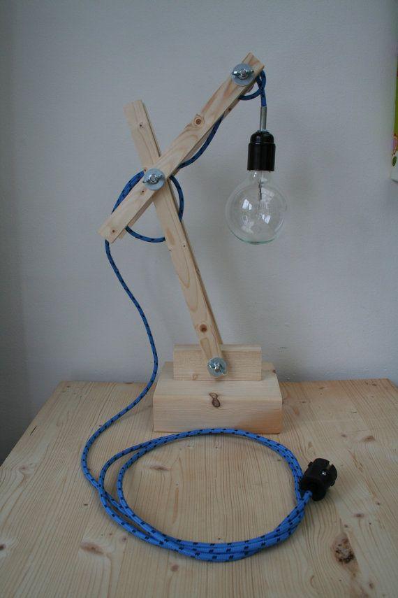 Unieke industriële houten lamp met blauw/zwart strijkijzersnoer
