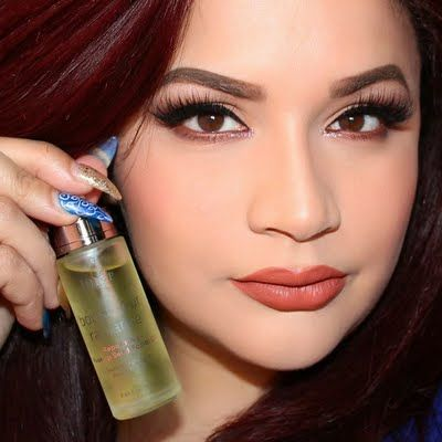 Meliangelie gives an antioxidant boost to her skin using her JULEP #BravePretty Boost Your Radiance Reparative Rosehip Seed Facial Oil. The JULEP K-Beauty skincare trio is only available until January 30th at Ulta. Products were gifted as part of the Preen.Me VIP program together with JULEP.