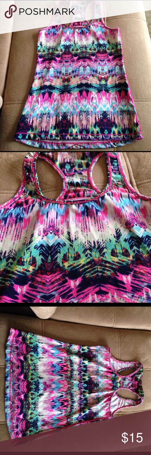 Workout tank! Size M workout tank in a fun and colorful print! 92% polyester 8% spandex! In excellent condition, hardly worn! 90 degrees by reflex Tops Tank Tops