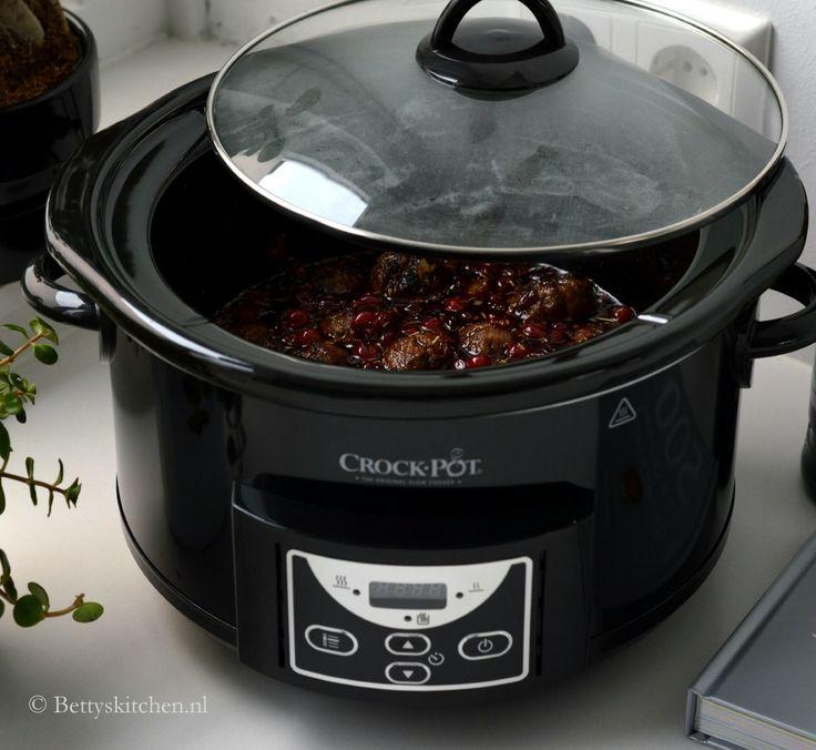 Stoofschotels, pulled pork, erwtensoep, cranberrycompote en kwarktaart... Je maakt het allemaal in een... Crock Pot Slowcooker!