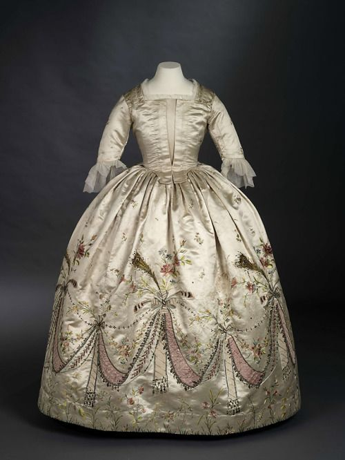 """""""Grand habit"""" worn by Marie-Antoinette, 1780's France, Royal Ontario Museum FOR WHATEVER REASON this incredible piece of history was altered in the 1870's. wtf why would you do that???"""