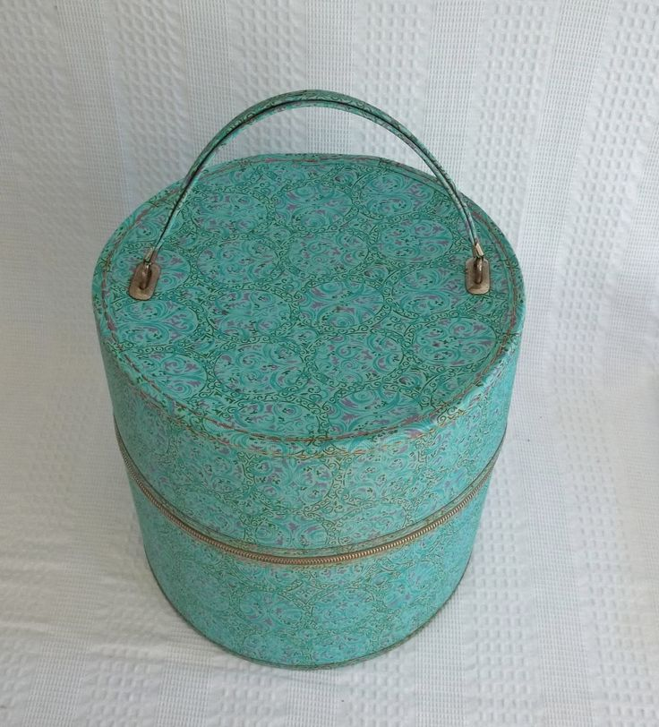 Vintage Hat Box: Cases Hats, Beds Crowns, Metals Zippers, Unique Antiques, Vintage Hats, Antique Hats Boxes, Nice Retro, Vintage Wigs, Antiques Hats Boxes