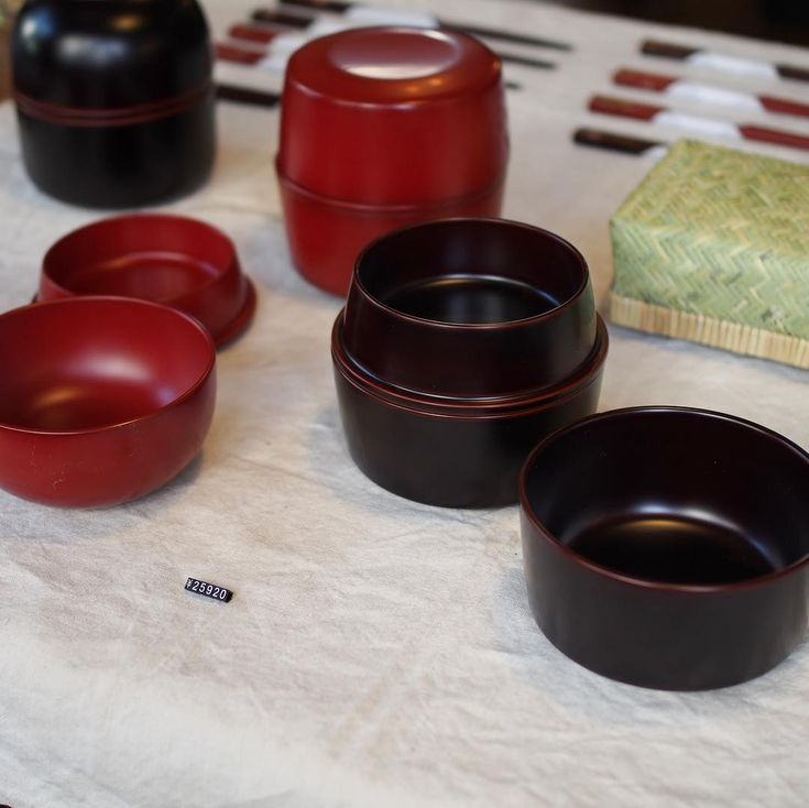 いいね!102件、コメント1件 ― @jokogumoのInstagramアカウント: 「滴生舎のお弁当箱は蓋が汁椀になるんです。お湯を注げばランチでも漆の器でお味噌汁が頂けるという!…」