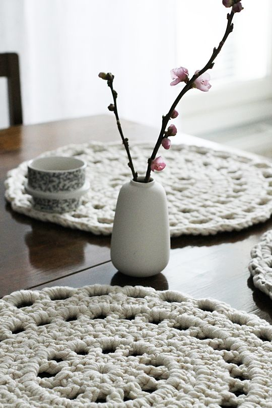 Novita lace patterns, place mat made with Novita Tuubi yarn #novitaknits https://www.novitaknits.com/en