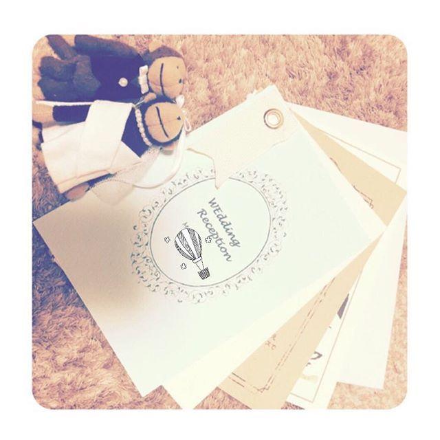 ペーパーアイテムの試作....✍ 表紙のうすーいグリーン色がとても綺麗で一目惚れした画用紙…* リボンの穴あけが紙と違ってなかなか上手く穴が開かない… 何かいい方法ないかなー(;_;) 手作りだから安っぽく見えないかちょっと不安だなー  #プレ花嫁#ペーパーアイテム#結婚式#Excel#パソコン#紙#リボン#招待状#結婚式招待状#席次表#ハトメ#紙