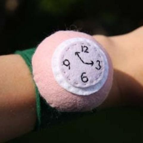 Peut-être une idée cadeau en cette période de fête surtout qu'avec cette montre vous ne serez pas ruiné après l'achat. Cette montre Wrist Pincushion tiendra à votre poigné à l'a…