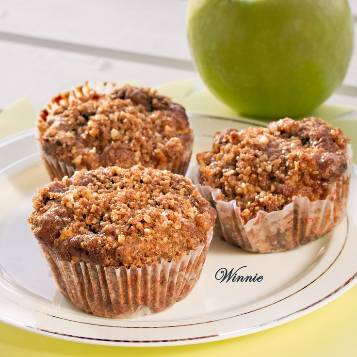 Apple Streusel Muffins with whole wheat cranberry and pecans - Winnie ...