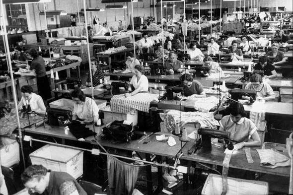 dress-factory-people-sew-work-590jn020310.jpg (590×393)
