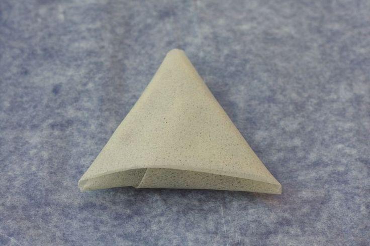 Tutoriel pour plier des feuilles de bricks en triangle