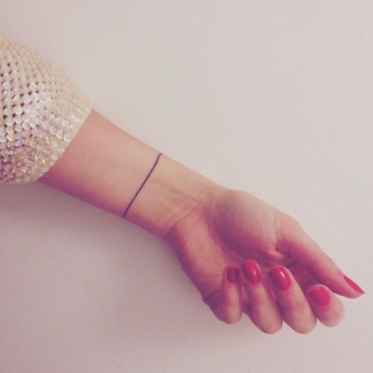Solid line bracelet | 53 Subtle Tattoo Ideas That Are Impossible Not To Love